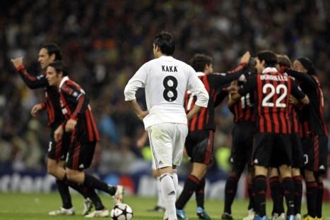 """En esta imagen vemos a la hora de que el Milan le da la vuelta al marcador.  Aqui tambien podemos ver a """"Kaka"""" jugando ante su ex-equipo."""